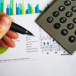 資産運用シミュレーション: 初期投資,追加投資に加え定期的なドローダウンを踏まえた簡易シミュレーション